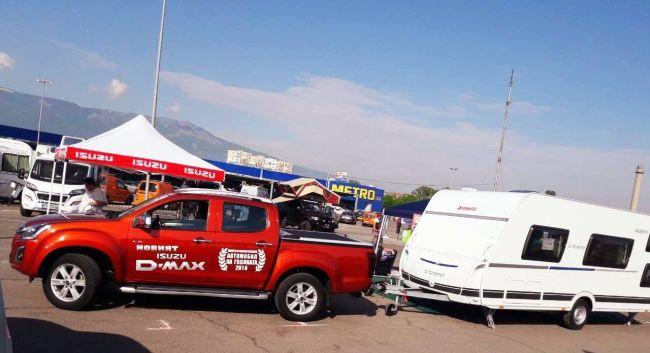 Isuzu D-Max тегли каравана в Къмпинг и Караванинг Експо