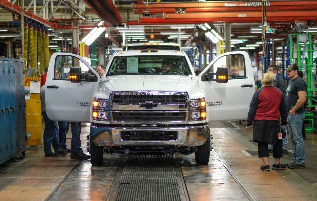 GM изтегля 368 000 големи пикапа